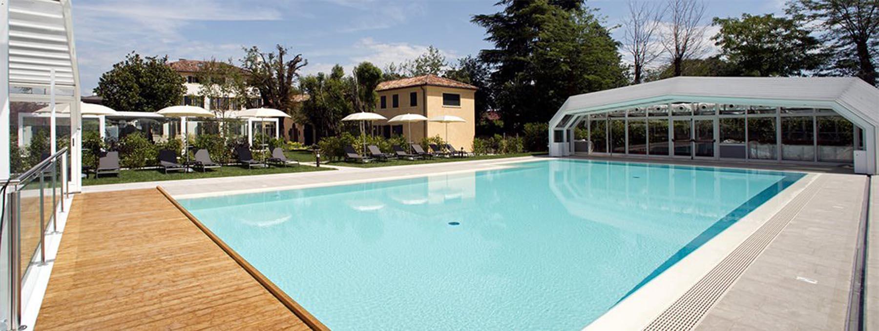 Bordo piscina centro benessere Treviso rivestito con Marmo Grolla