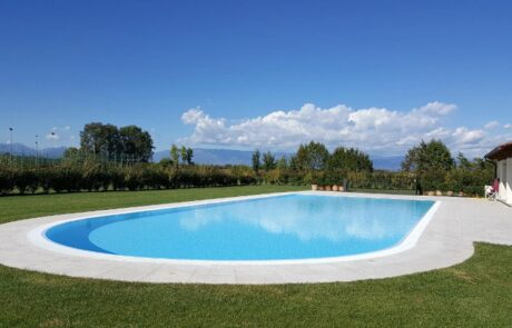 Bordo piscina privata in Marmo Grolla