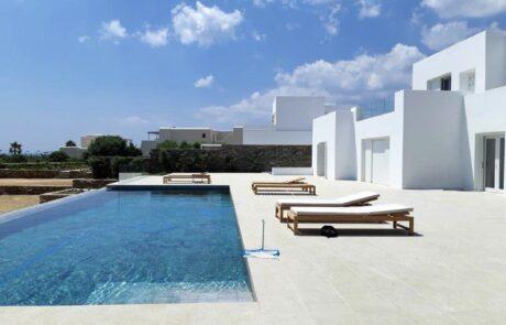 Bordo piscina realizzato in Marmo Grigio Olivo