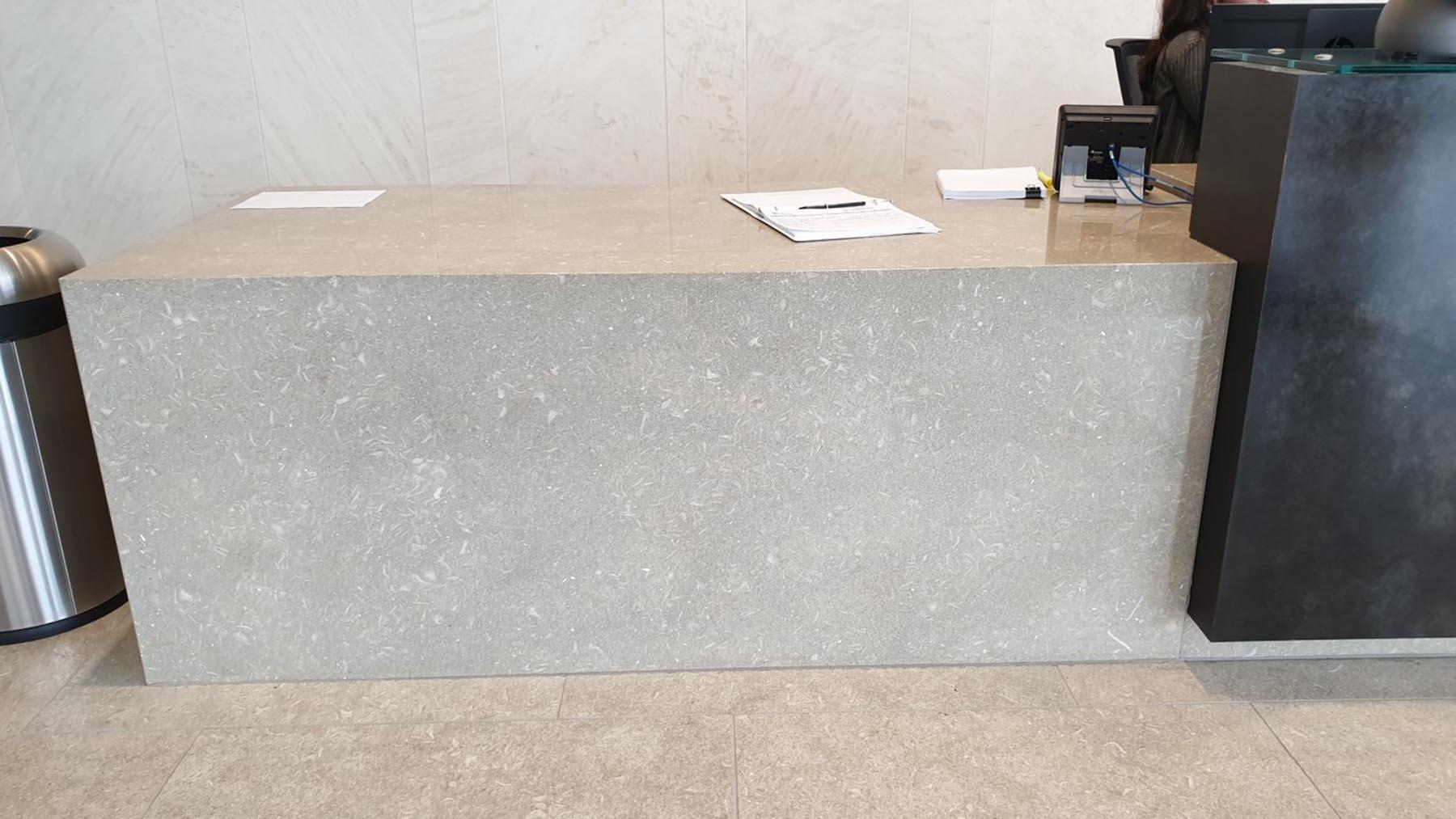 Desk Liberty Mutual grigio olivo ondulato