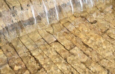 Dettaglio fontana in Marmo Grolla a levico terme nel centro storico