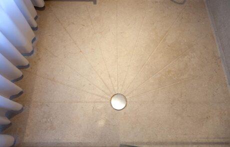 Dettaglio piatto Doccia in Marmo Grolla Bagno italiano