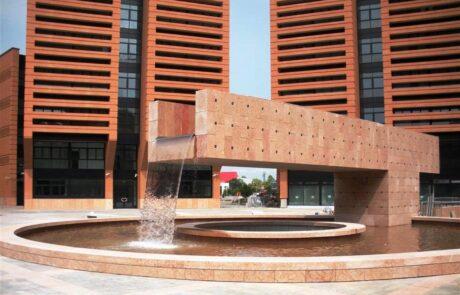 Dettaglio sulla fontana dell Ex Area Appiani di Treviso interamente rivestita di Marmo Rosso Asiago