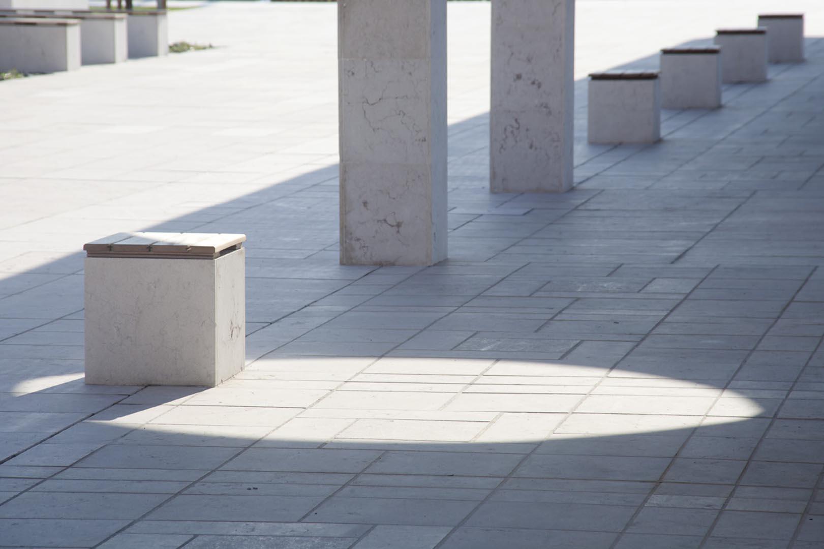 Dettaglio urbanistico realizzato in Marmo Grolla in Piazza Europa a Noventa Padovana