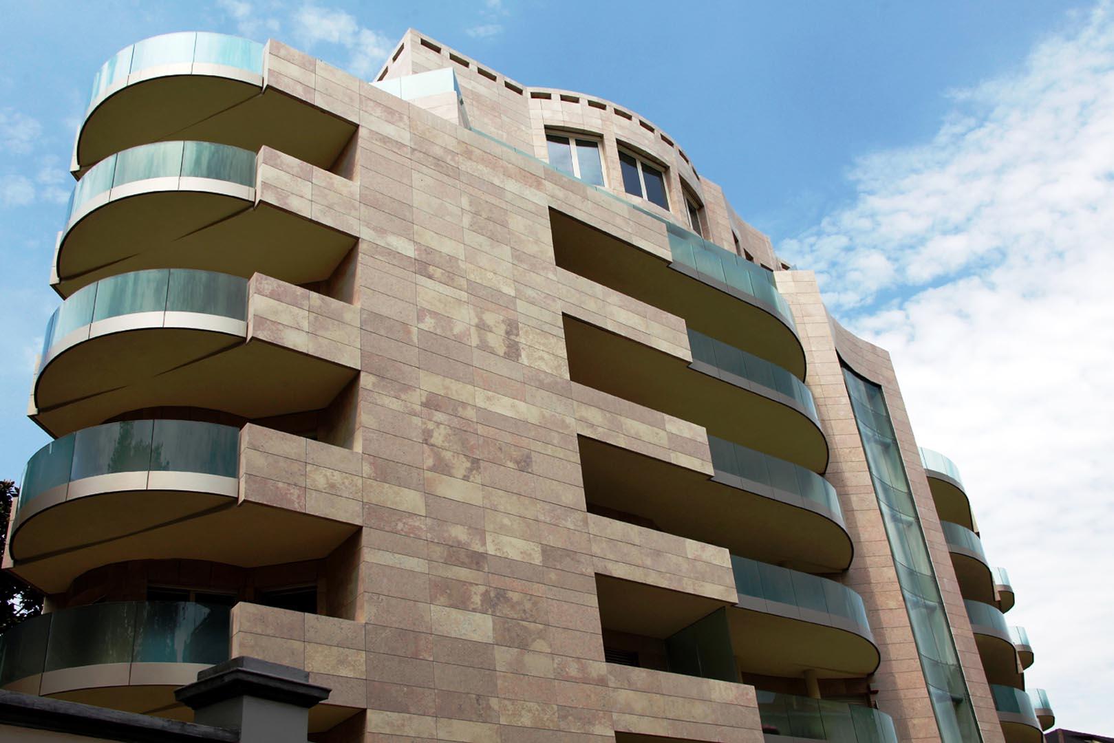 Facciata edificio residenziale Majno Milano