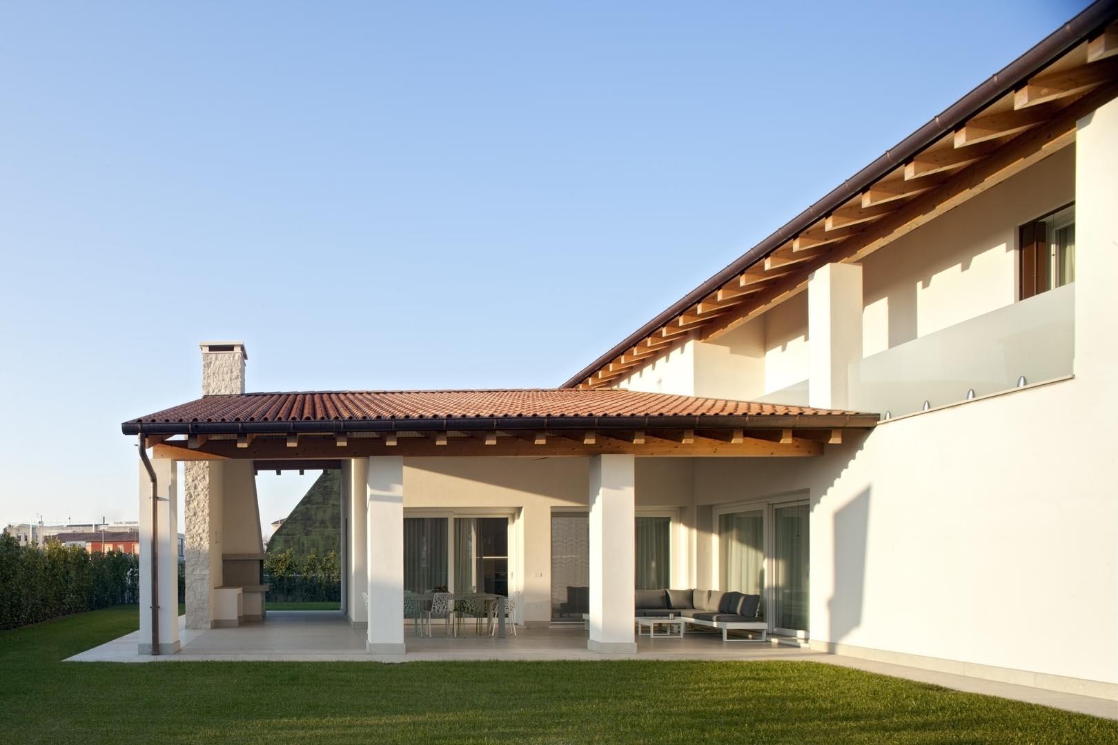 Facciata villa in Marmo Grigio Olivo