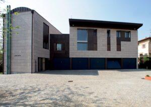 Il Marmo Grolla riveste la facciata di questa villa italiana