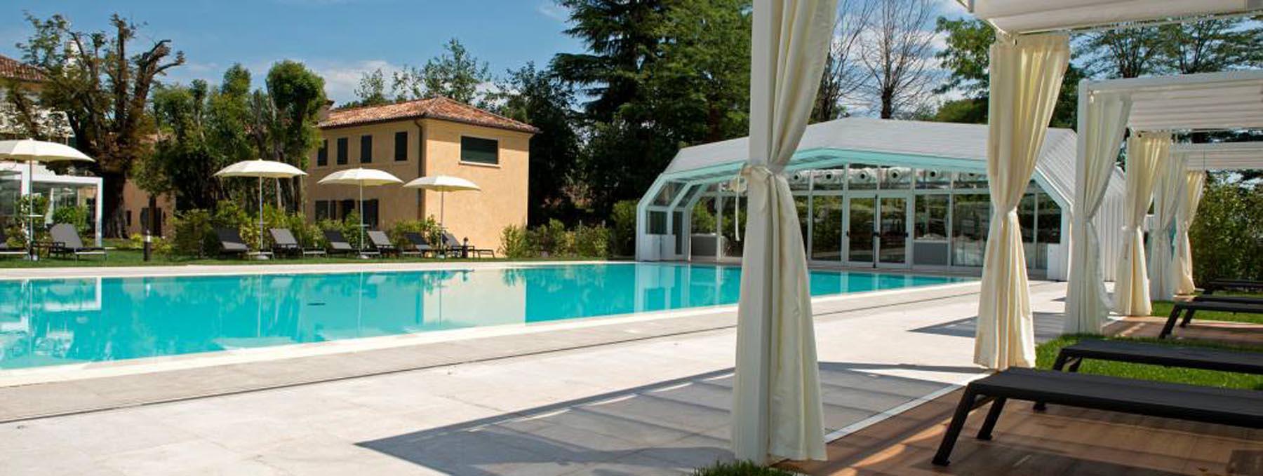 La Piscina centro benessere Treviso rivestita con Marmo Grolla