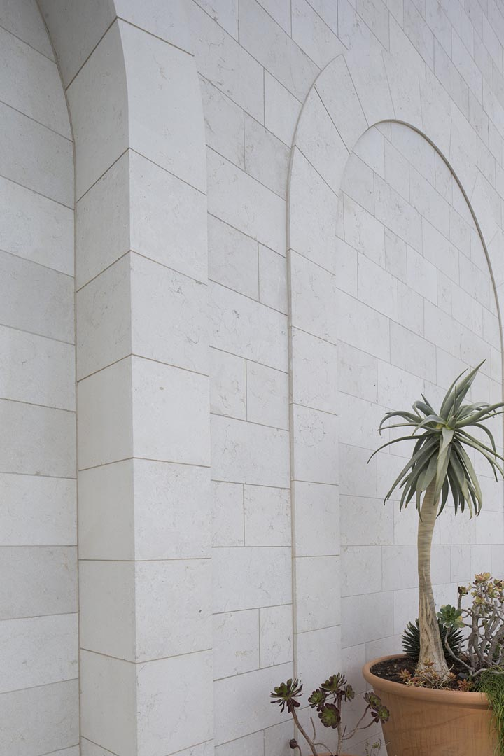 Les nouvelles serres facciata in Marmo Grolla