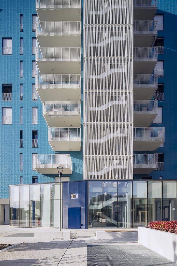 Marmo Grolla per pavimento del living in the blue