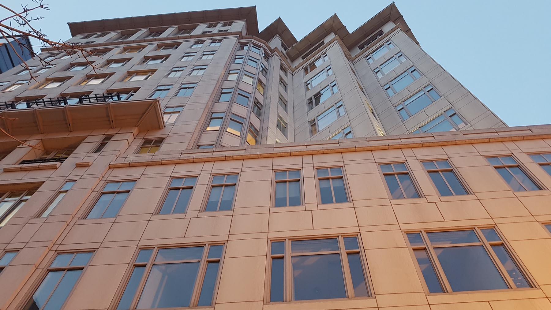 Marmo Grolla usato per facciata del 800 Connecticut Avenue