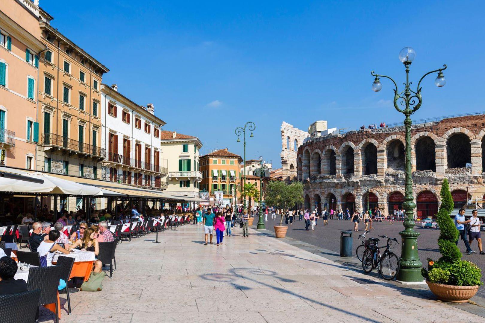 Marmo Grolla utilizzato per pavimento del Liston di Piazza Brà