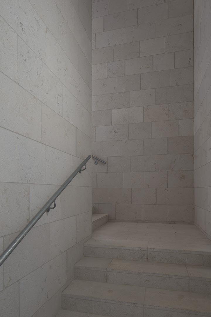 Muri pavimenti e scale in Marmo Grolla