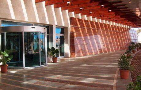 Pavimentazione e facciata incollata di Marmo Grolla allo Sheraton Oran Hotel Algeria