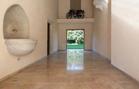 Pavimentazione interna villa privata in Marmo Grolla