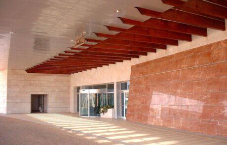 Pavimentazioni e colonne monolitiche in Marmo Grolla allo Sheraton Oran Hotel in Algeria