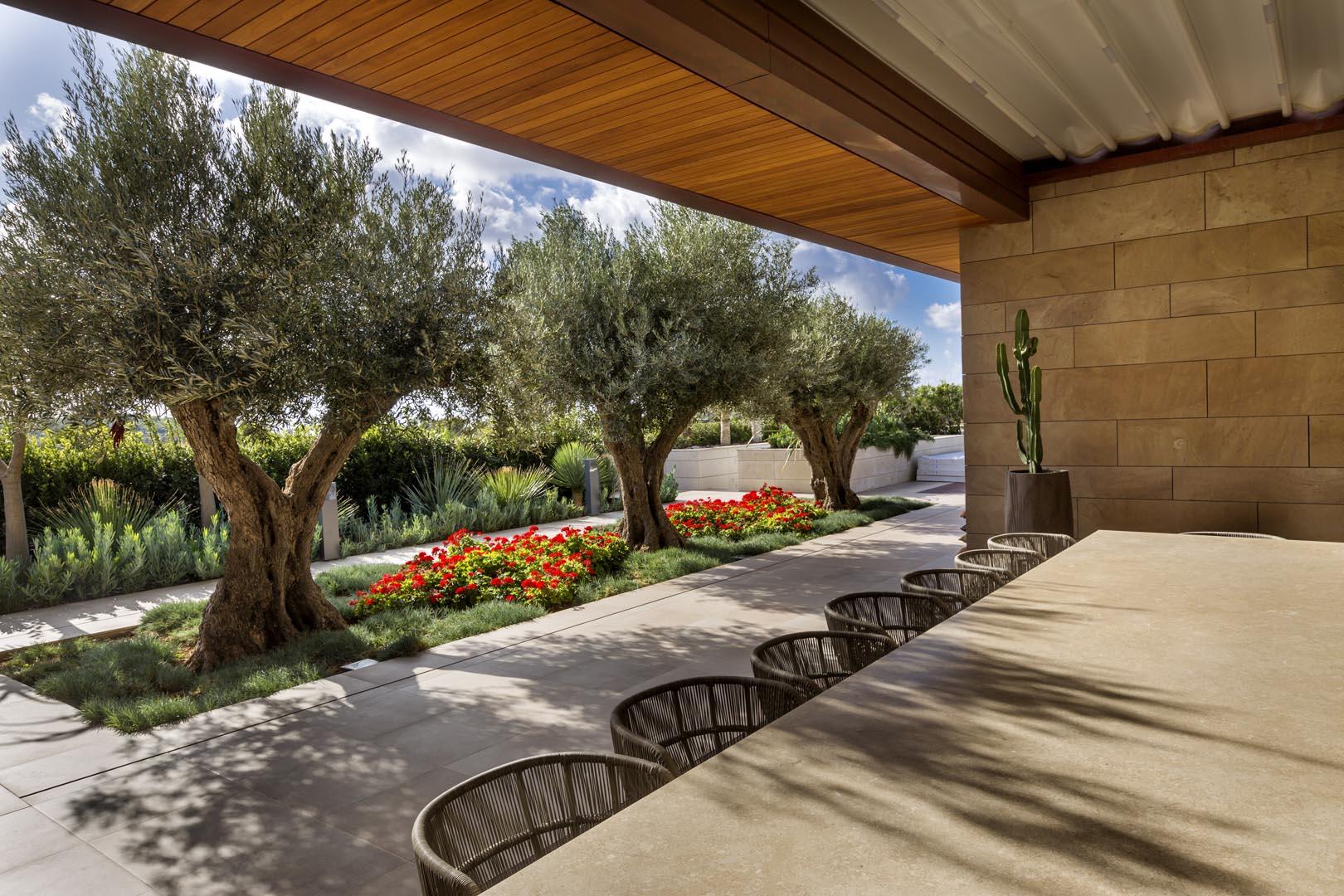 Tavolo in villa privata di malta in Marmo Grolla