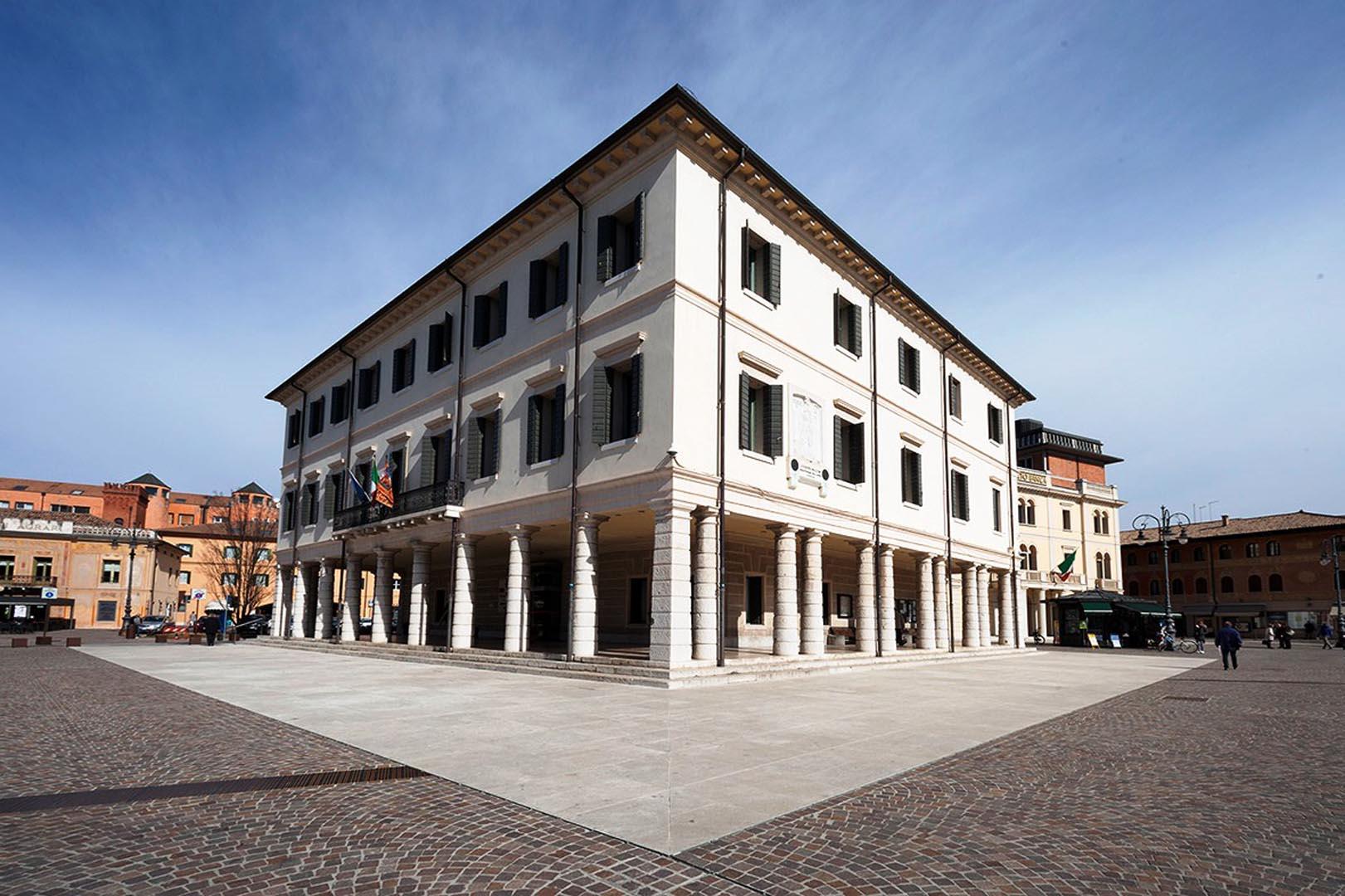 Vista di Piazza Monnet e Petrarca realizzata in Marmo Grolla