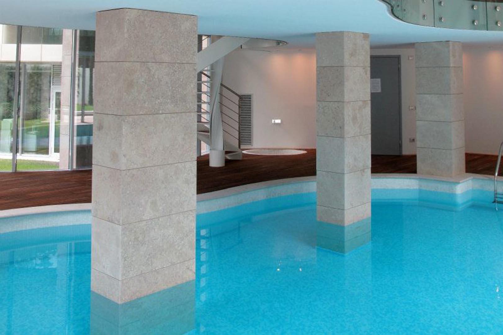 piscina privata italia grolla rosato spazzolato